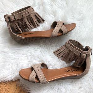 Minnetonka Suede Fringe Sandals 7